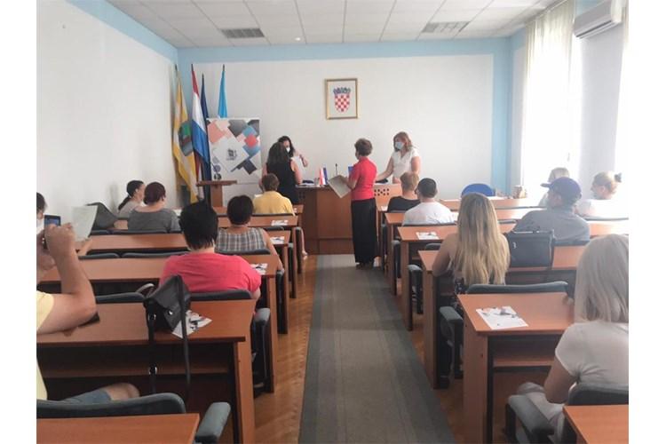 Vukovarsko-srijemska županija: Projektom vrijednim 1,4 milijuna kuna osigurali edukacije i prekvalifikacije za preko 70 teže zapošljivih osoba