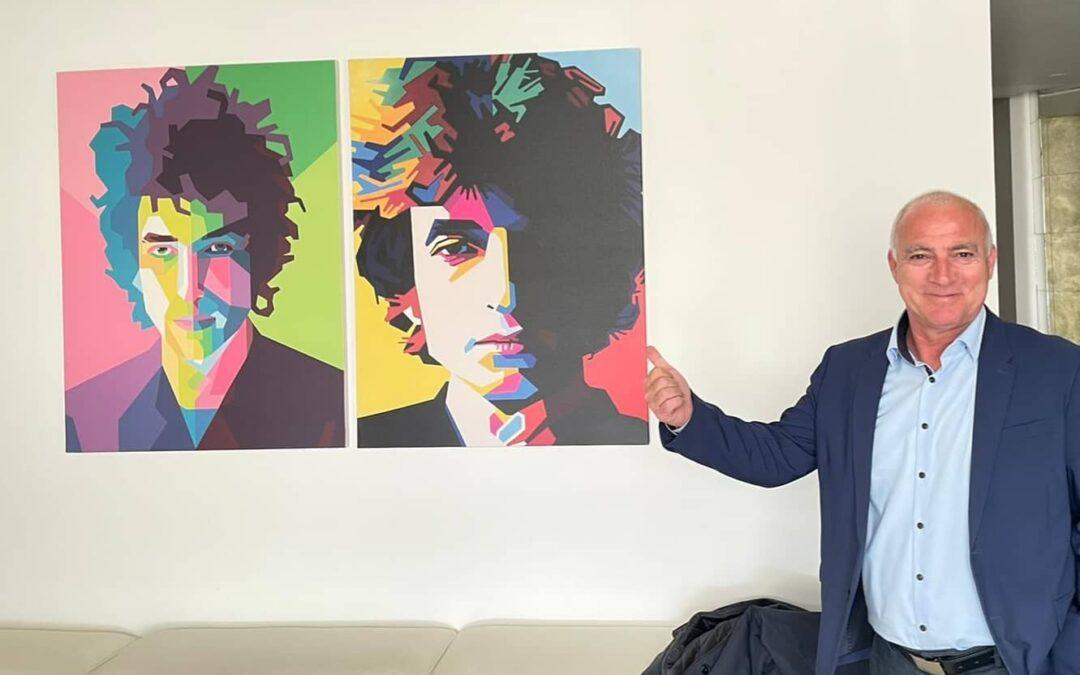 Bivši Hajdukovac, strastveni fan i kolekcionar ploča Boba Dylana, u ratu se proslavio rušenjem JNA zrakoplova, uz 'balun' s ekipom glavni 'trening' i antistresna terapija danas su mu igra i trčanje za dvogodišnjim sinom Bornom