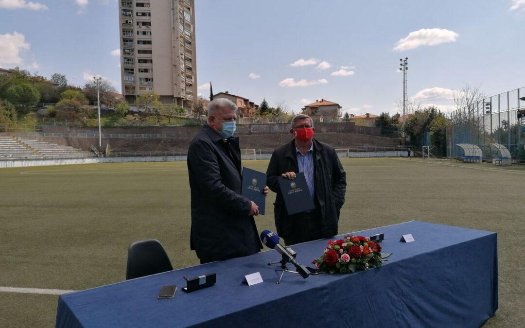 Primorsko-goranska županija i Grad Rijeka ulažu 2 milijuna kuna za obnovu travnjaka na nogometnom igralištu 'Robert Komen'