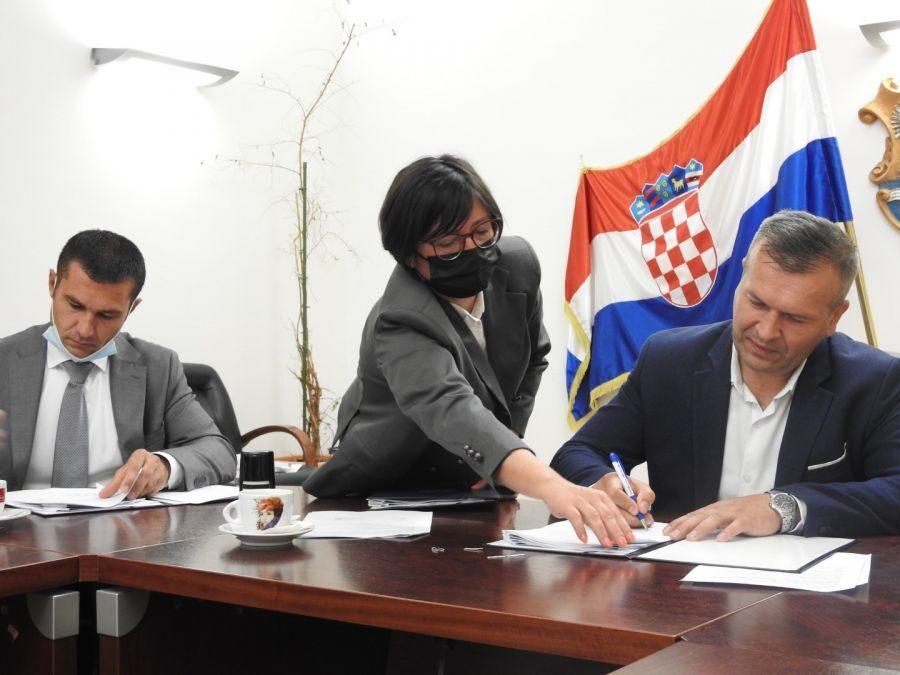 Varaždinska županija: Potpisan trogodišnji sporazum – 20,2 milijuna kuna za prijevoz učenika osnovnih škola
