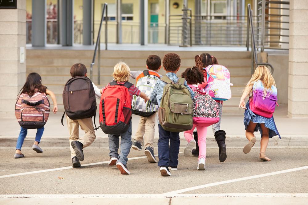 Tek nekoliko županija bilježi rast broja prvašića – evo kako i čime pomažu roditeljima svojih školaraca