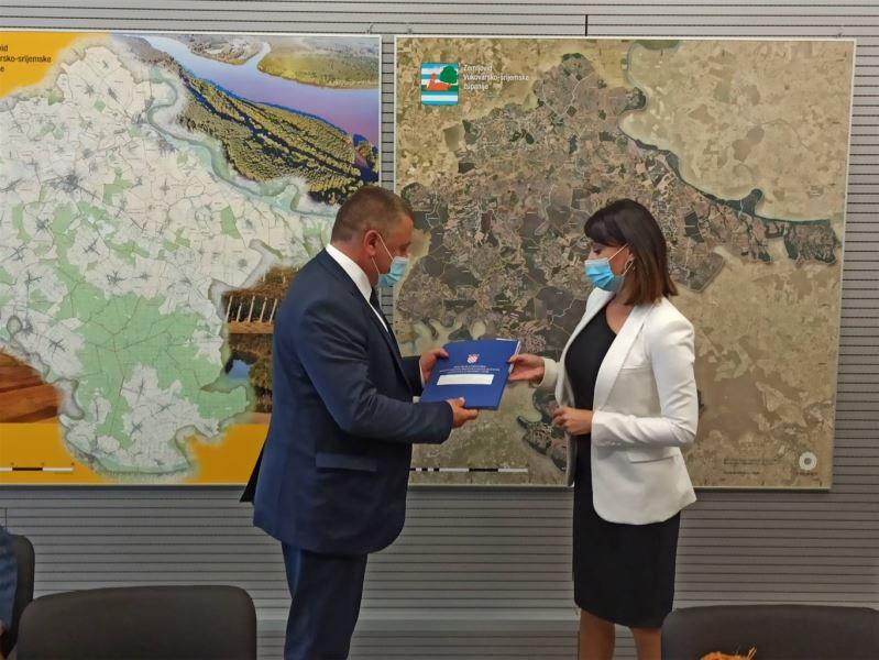 Vukovarsko-srijemska županija: Uručeni 7,3 milijuna kuna vrijedni ugovori za 7 EU projekata